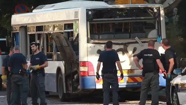 Bat Bus 12 >> One hurt in bus blast near Tel Aviv
