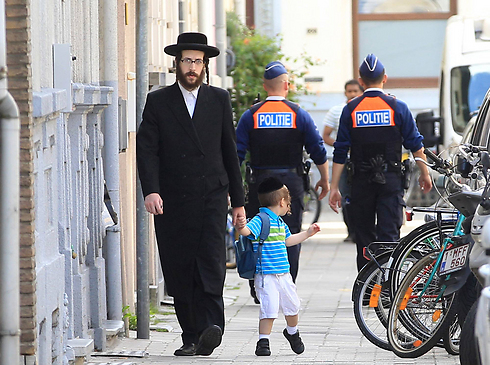 jewish single women in antwerp A 90 year old jewish woman in antwerp, belgium, was in terrible pain wednesday evening, july 30 the woman had fractured a rib, and she asked her american grandson, who was visiting, to call the local medical emergency hotline.