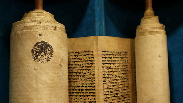 200-year-old Torah scroll dedicated at Foreign Ministry