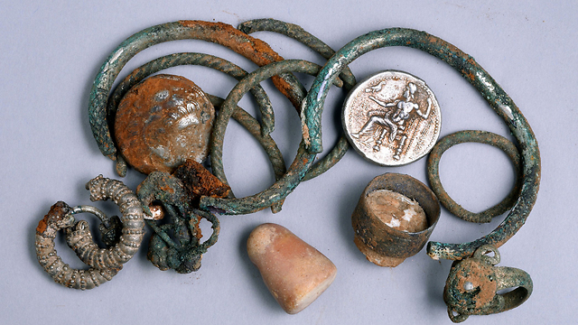 2,300 year-old jewelry found in northern Israel