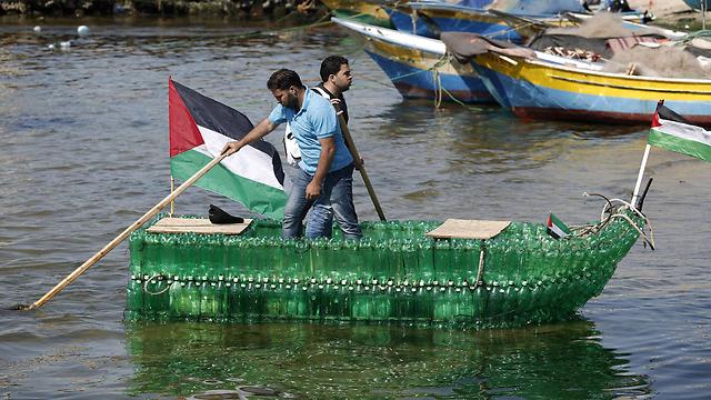 Gazans Build Bottle Boat