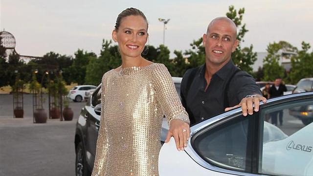 Ynetnews Culture - Skies open over Bar Refaeli's wedding