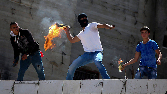 Recent rioting in Hebron (Photo: EPA)