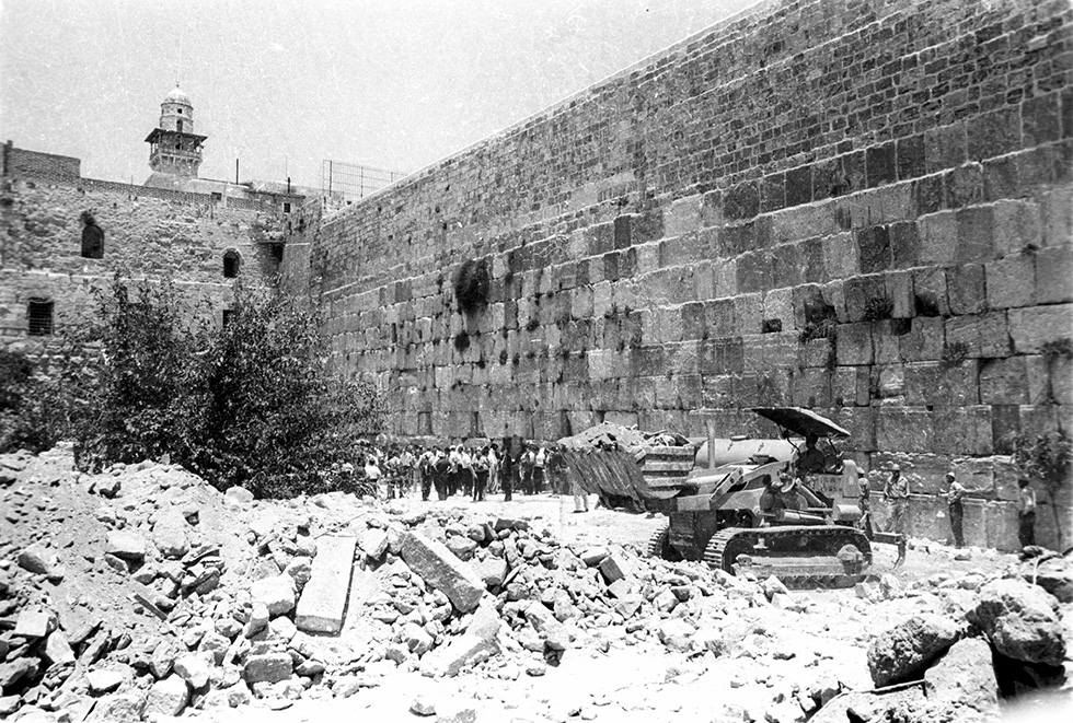 newly published documents reveal how western wall was renovated in 1967