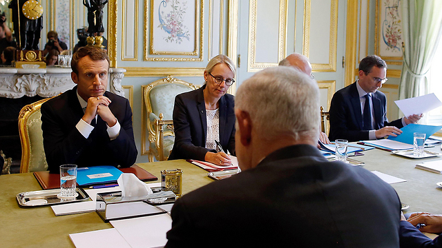 Netanyahu izraeli elnök Párizsban tárgyalt nem sokkal Donald Trump bejelentése előtt