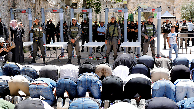 Arab Sector Warns Metal Detectors At Temple Mount Will