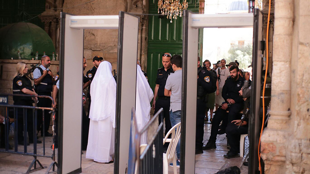Jew Detector: PM To Consult With Advisors Over Metal Detectors At Temple