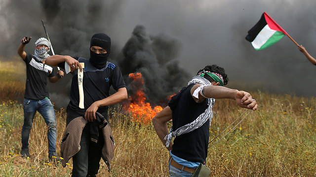 THOUSANDS OF PALESTINIANS SWARM GAZA BORDER IN HAMASLED PROTESTS