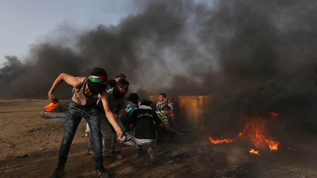 Explosive device thrown at IDF force north of Gaza as border clashes resume