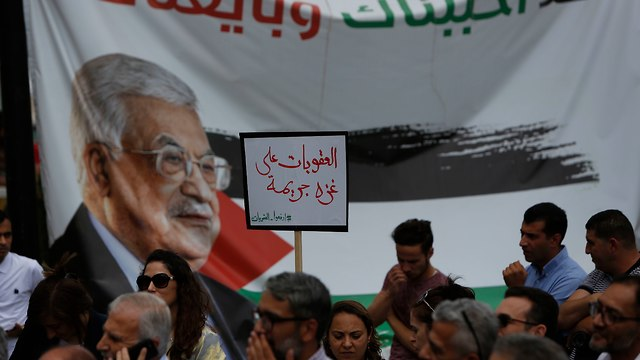 West Bank Palestinians urge Abbas to ease sanctions on Gaza Strip