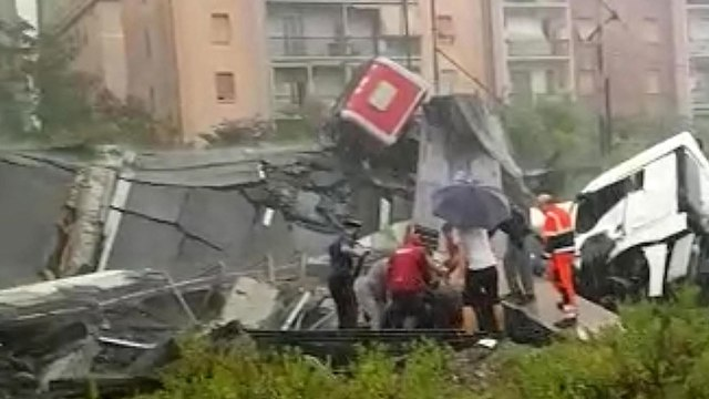 Картинки по запросу Italy motorway bridge collapses over Genoa, 'dozens' feared dead