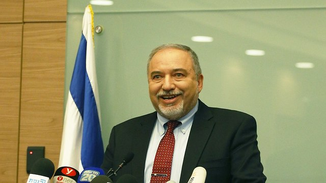 Lieberman resigns from defense minister post