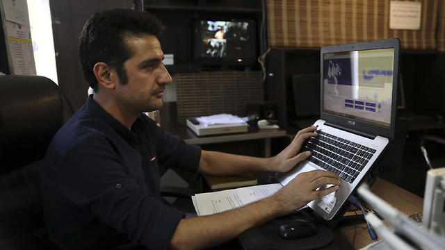 Iranians manage to surf the web despite tide of censorship