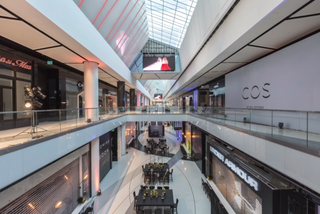 Опустевший торговый центр TLV Fashion Mall. Фото: Нир (Шоко) Коэн