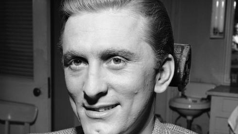 Кирк Дуглас в 1947 году. Фото: AP
