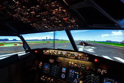 Симулятор в действии имитирует полет из Токио в Осаку. Фото: Haneda Excel Hotel Tokyu