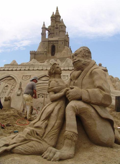 Песчаные Красавица и Чудовище. Фото: Игаль Нево