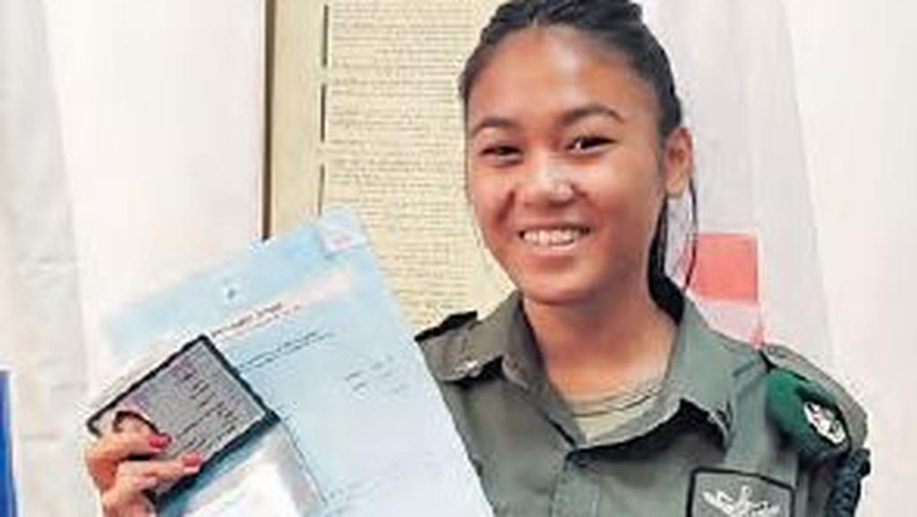 Jamaysa Yael Bontong and her new Israeli ID  (Photo: Israel Police )