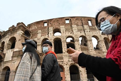 Туристы в Италии. Паника из-за коронавируса. Фото: AFP