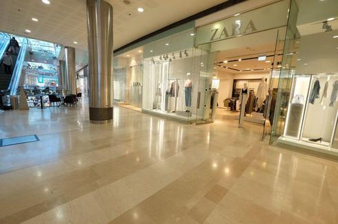 Торговый центр в Гиватаиме после появления подозреваемого в заражении коронавирусом. Фото: Шауль Голан