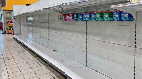 Израильтяне опустошают магазины. Фото: Нурит Кадош