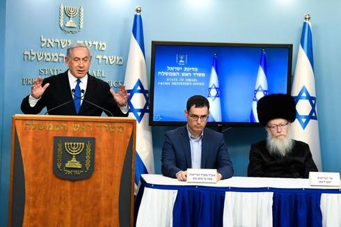 Нетаниягу, Бар-Симан Тов и Лицман на пресс-конференции в начале эпидемии. Фото: Шалев Шалом (Photo: Shalev Shalom)