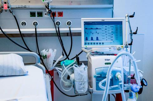 Аппарат искусственной вентиляции легких (ИВЛ). Фото: AFP